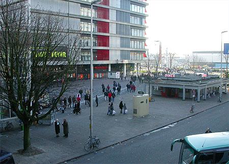 HCC Dagen 2002 fotoverslag: uitgang NS station