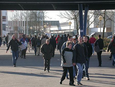 HCC Dagen 2002 fotoverslag: mensenmassa van/naar Jaarbeurs