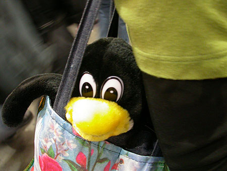 HCC Dagen 2002 fotoverslag: Tux in Marieke's tas