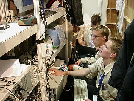 HCC Dagen 2002 fotoverslag: Tweakers.net stand hok