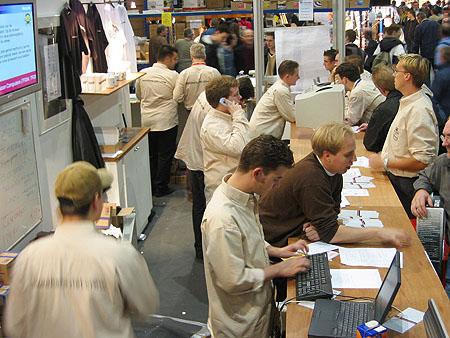 HCC Dagen 2002 fotoverslag: Tweakers.net stand verkoop