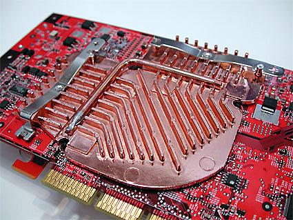 Achterkant MSI GeForce FX-kaart met heatpipe koeler