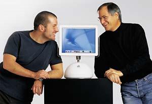 Van links naar rechts: Jonathan Ive, iMac, en Steve Jobs