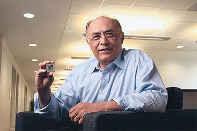 AMD Athlon 64 FX in handen van Hector Ruiz