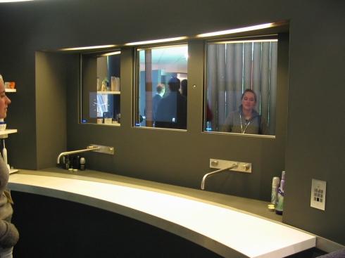 Living Tomorrow - Mirror TV (wand)