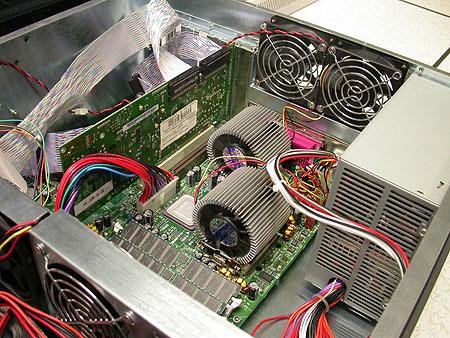 Serveronderhoud 20-12-2003: Artemis II uit rack bevrijd