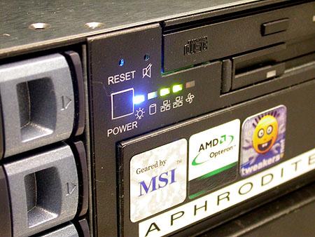 Serveronderhoud 20-12-2003: nieuwe Aphrodite LEDjes