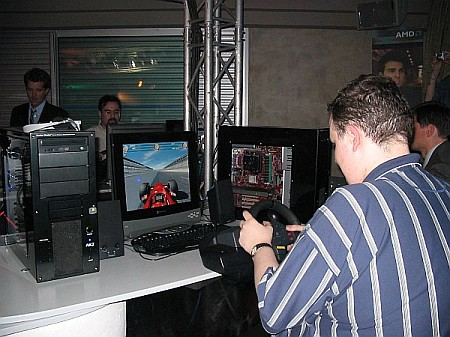 Racende persmuskieten in Area64 te Cannes