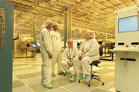 Engineers in een chipfabriek