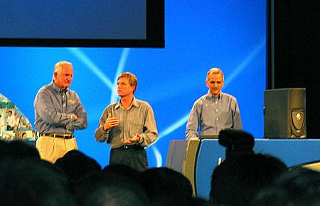 IDF 2004 - Craig Barrett keynote - 64 bit Xeon Nocona systeem