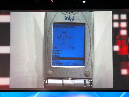 IDF 2004 - Craig Barrett keynote - Intel telefoon