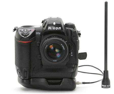 Nikon D2H-camera met optionele WiFi-module & extended range antenna