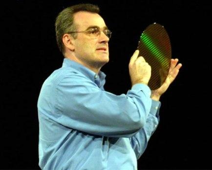 Intel's Louis Burns met Prescott-wafer