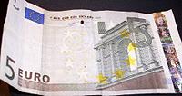 Vijf eurobiljet met RFID