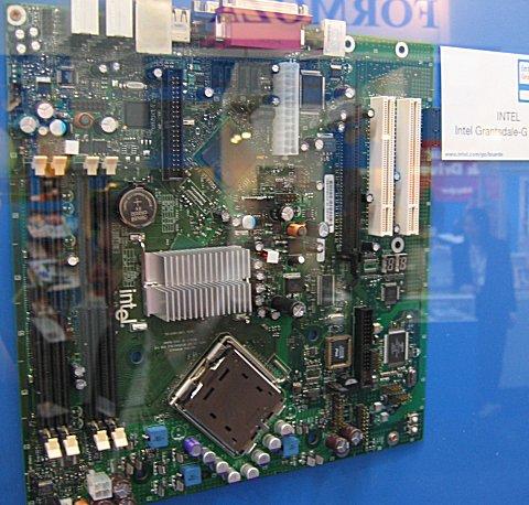 CeBIT 2004: Intel BTX-moederbord met Grantsdale-G