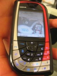 CeBIT 2004: Nokia 7610 in hand (klein)
