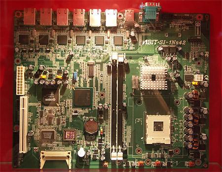CeBIT 2004: Abit SI-1Ns42 P4 plank