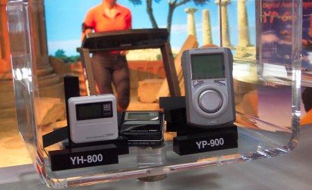 Samsung's YH-800 en YP-900, CeBit 2004