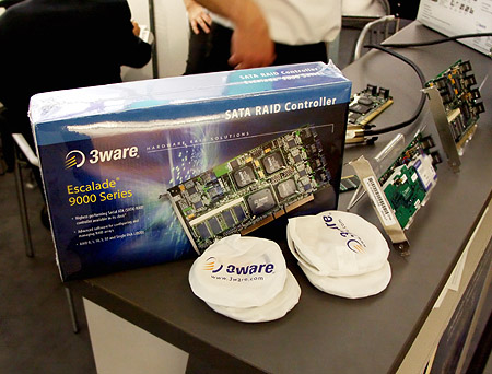 CeBIT 2004: 3ware Escalade 9000 boxshot
