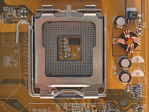 Intel Socket 775 close up (490x367)