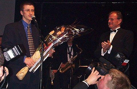 Jon Johansen (links) tijdens een prijsuitreiking in Noorwegen