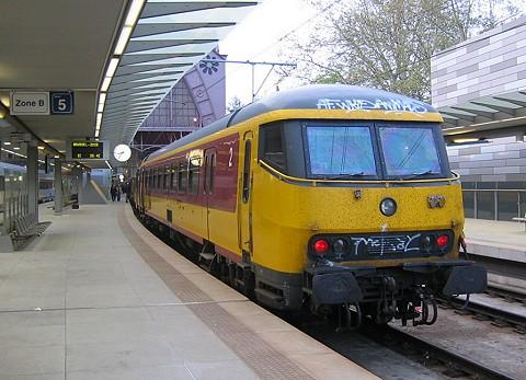 Beneluxtrein Amsterdam-Brussel in Antwerpen-Centraal
