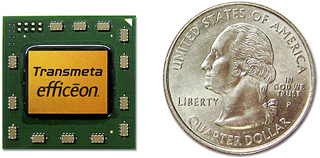 Efficeon TM8620 processor naast een Amerikaanse Quarter
