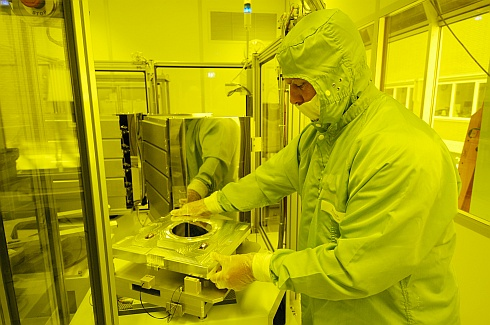 High Tech Campus Eindhoven: MiPlaza cleanroom-dude