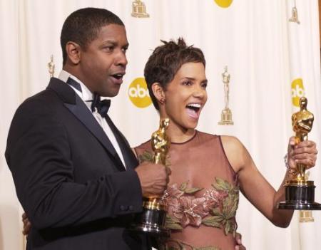 Halle Berry en Denzel Washington met oscar