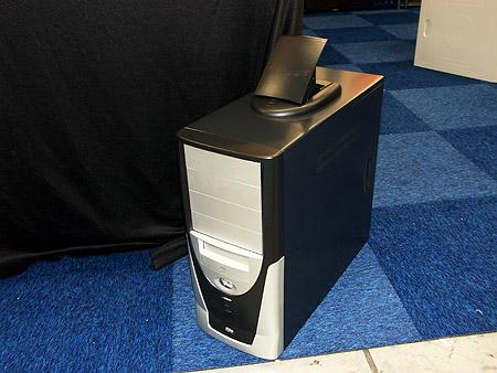 DID 2004: Warbout Trading kast met uitlaat