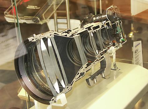 Photokina 2004: doorsnede Olympus E-1 met telelens
