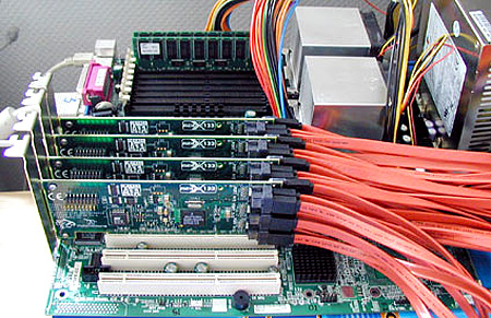 RAID 50-opstelling met 32 schijven en 4 controllers