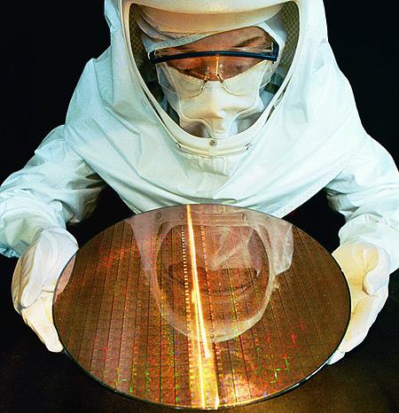 Intel dude met Pentium 4-wafer