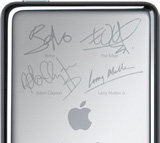 iPod U2 Special Edition (back, helft)