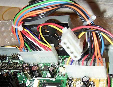iBase MB860 ATX zit voor de fan