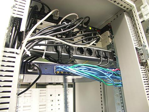 Redbus-verhuizing: Redbus kabels weggewerkt in kabelgoot