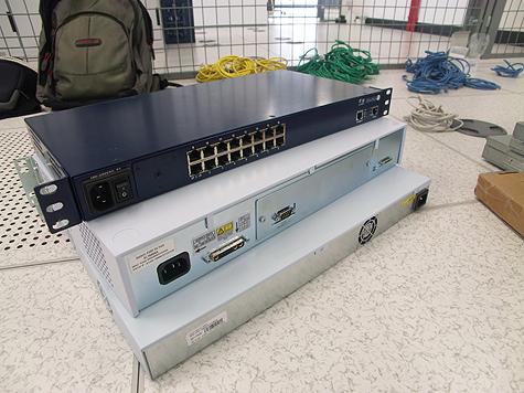 Redbus-verhuizing: Switches en console server op de vloer