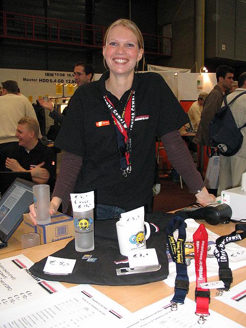 HCC Dagen 2004 - Tweakgear sale met chick o/.