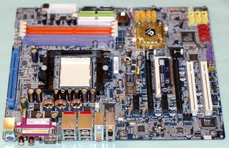 Gigabyte K8NXP-SLI onder een hoek