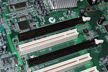 Close-up van de dual PCI Express x16-sloten