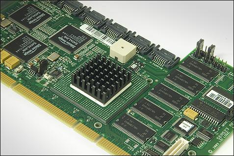 SATA RAID 2005 review: LSI MegaRAID intelligente RAID voorbeeld