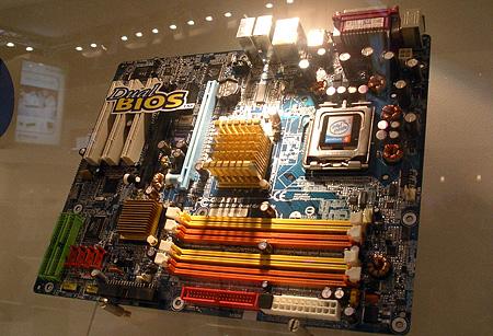 Gigabyte 915P Pentium 4-moederbord met DDR/DDR2-ondersteuning