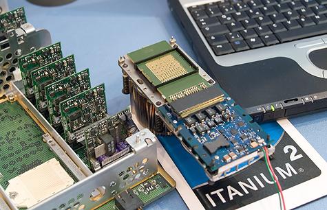 CeBIT 2005: Intel 4-way Montecito-processormodule