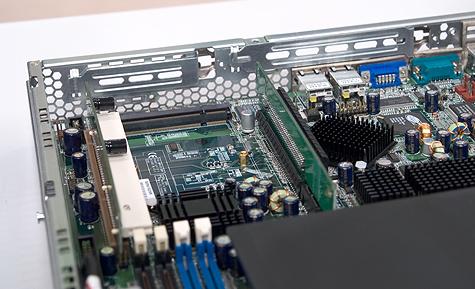CeBIT 2005: Tyan moederbord met leeg Taro-slot