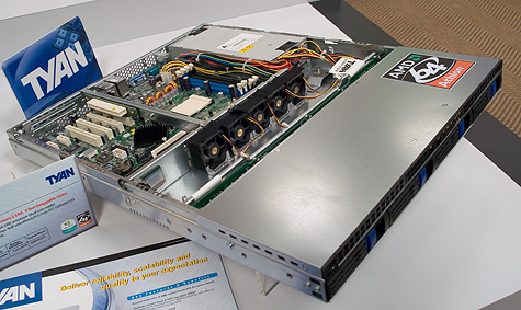 CeBIT 2005: Tyan Athlon 64-server barebone