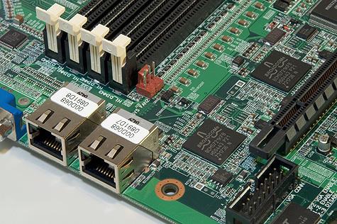 Iwill DK8ES gigabit poorten/controllers