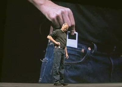 Steve Jobs tovert iPod nano uit broekzak
