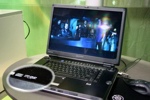 Toshiba-laptop met HD-DVD speelt 1080p-video af