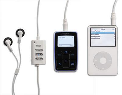 Tekkeon myTalker aan iPod en Creative Zen (resized)