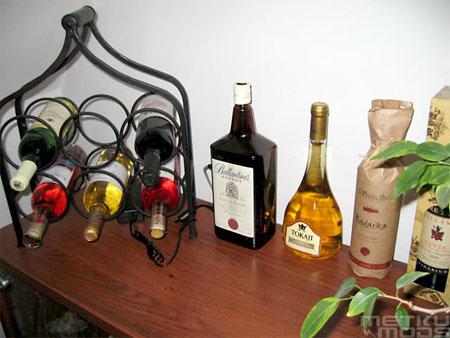 Ballantine's-mod: zoek de computer tussen de drankflessen